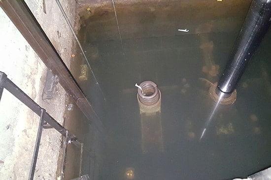 Hố pít thang máy bị ngập nước